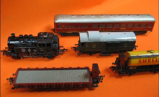 Verkauf von | Modelleisenbahn | Lokomotiven | Güterwagen | Personenwagen | Figuren